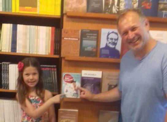 Apa, szerintem ez a te könyved… megvesszük?